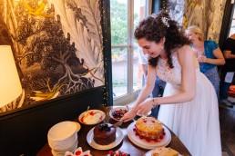 bride cutting the cake